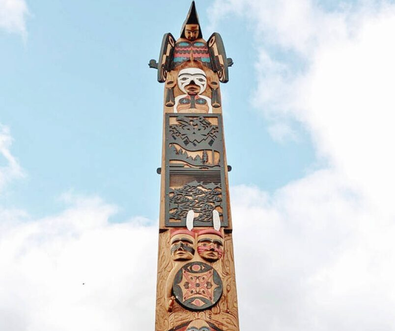 Totem pole raised in Port Alberni sends message to young people, says carver
